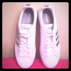 🆕 ONLY 1 PAIR! Adidas White Sneakers